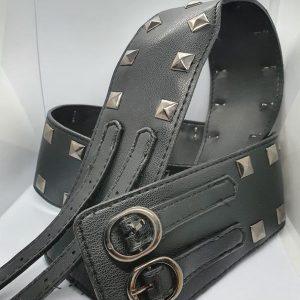 Cintura con borchie punk